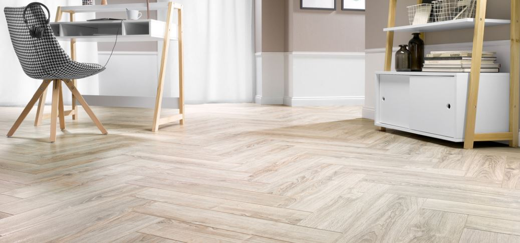 Solid Plus Herringbone AC6 12mm Riviera Oak